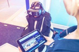 Bild Promotion GLOBE Deutsche Bank mit innovativer VR-Brille.